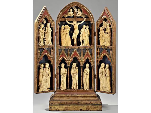 Important triptyque en bois polychromé et doré avec grandes figures