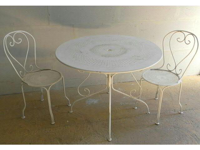 Mobilier de jardin en m tal perfor laqu blanc table for Meuble de jardin metal
