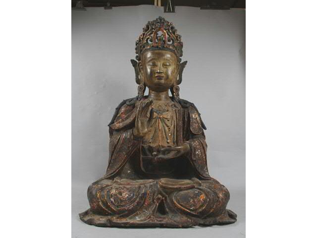 BODDHISATVA assis en padmasana en bronze laqué et or polychrome,