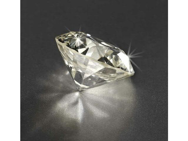 Diamant sur papier, taille ancienne, pesant 16,89 carats, accompagné