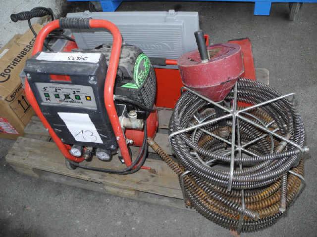 1 Pompe à désembouer les circuits de chauffage. 1 Machine à geler