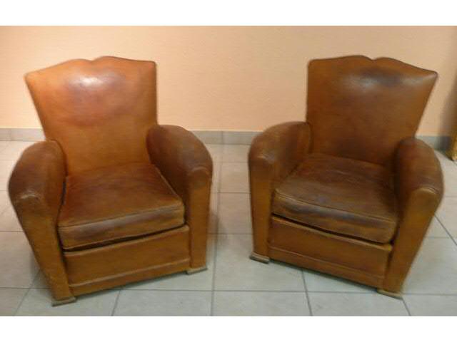 paire de fauteuils club en cuir fauve ann es 40 50. Black Bedroom Furniture Sets. Home Design Ideas