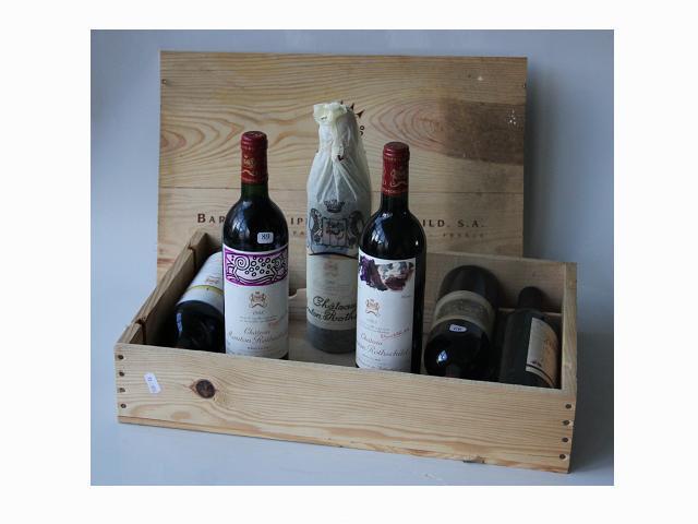 Dans une caissse de bois:REUNION de six bouteilles de vin: 1 chateau