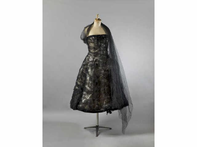 BALENCIAGA, haute couture n°59675. Robe de cocktail en tulle plumetis