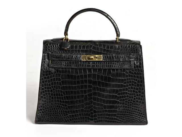 HERMES PARIS : Sac Kelly en crocodile noir vernis.