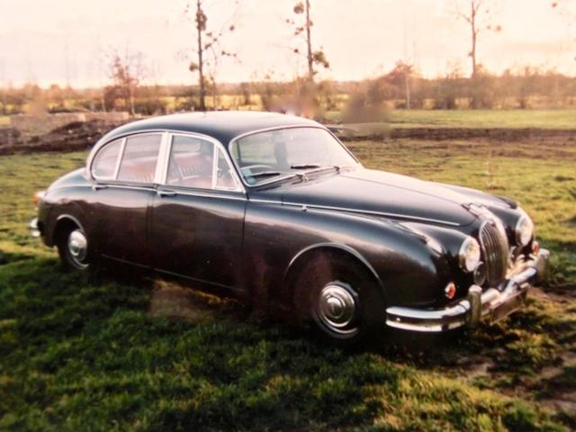 AUTOMOBILE -  JAGUAR Mark 2, 3.8 de 1961, boite automatique. Grise