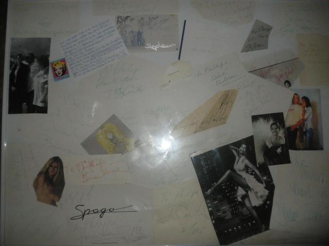 Grand pèle mèle de photos et autographes de Gene Kelly - Zizi Jeanmaire